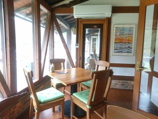 山の喫茶店Decoy(デコイ)|窓際の席
